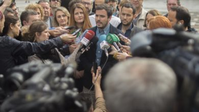 """Photo of Alberto Garzón se compromete a """"reforzar el sistema público de pensiones"""" fijando por ley su """"revalorización conforme al IPC"""""""