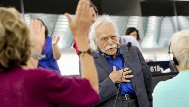 Photo of Izquierda Unida lamenta el fallecimiento del compañero antifascista griego Manolis Glezos