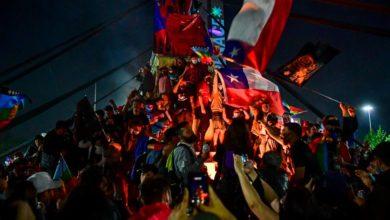 """Photo of IU muestra su """"sentida alegría"""" por el resultado del plebiscito en Chile que pone fin a la Constitución de Pinochet y por el """"éxito de la movilización de la mayoría social trabajadora"""""""